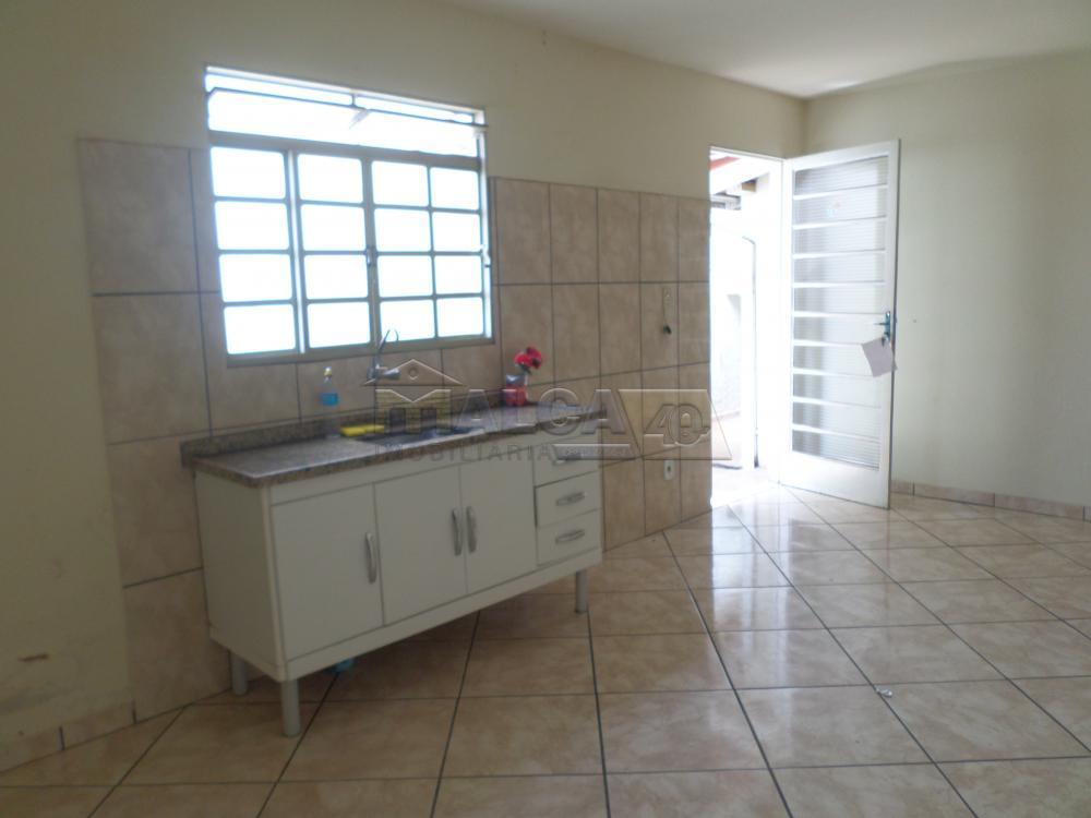 Alugar Casas / Padrão em São José do Rio Pardo apenas R$ 800,00 - Foto 8