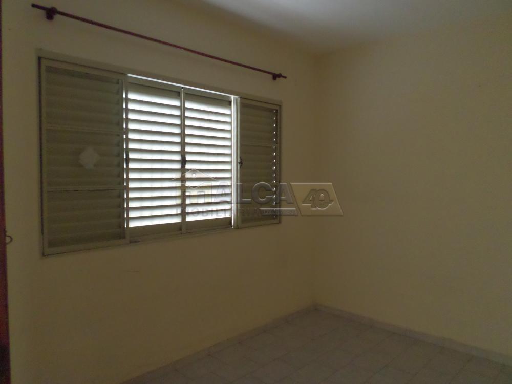 Alugar Casas / Padrão em São José do Rio Pardo apenas R$ 800,00 - Foto 3
