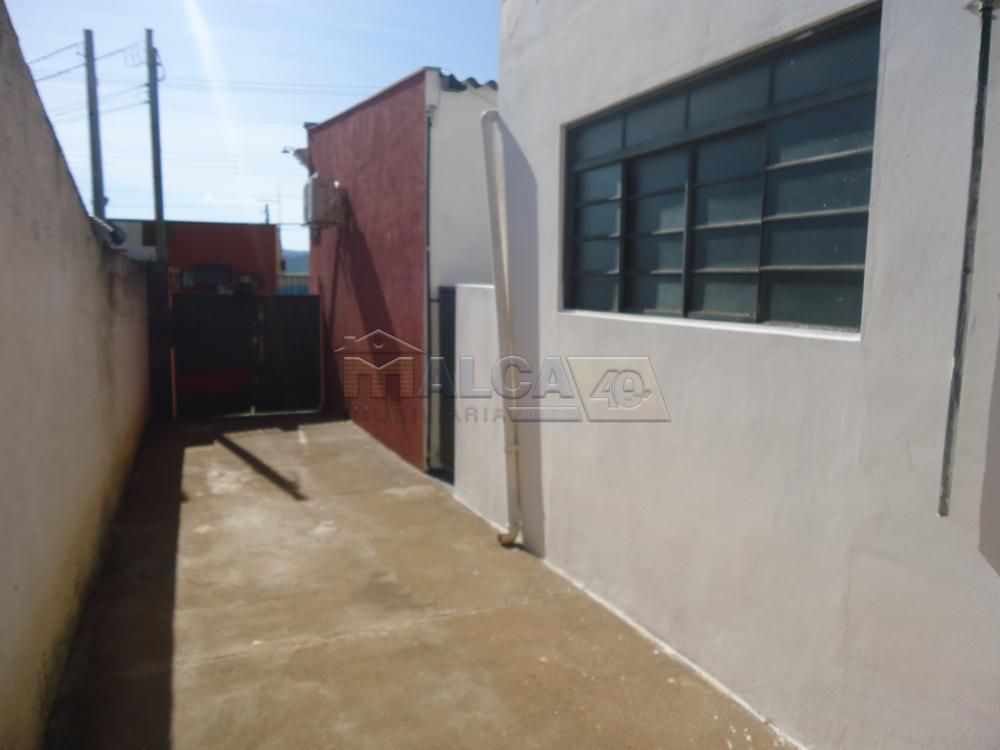 Alugar Casas / Padrão em São José do Rio Pardo R$ 800,00 - Foto 2