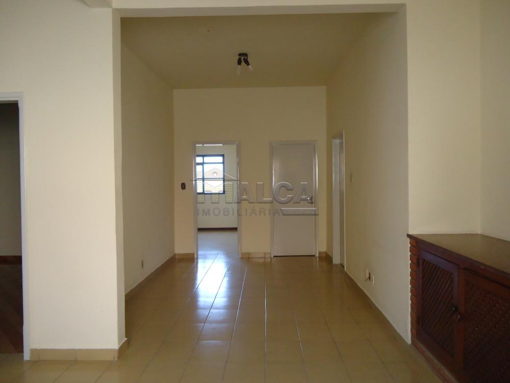 Alugar Casas / Padrão em São José do Rio Pardo R$ 2.000,00 - Foto 15