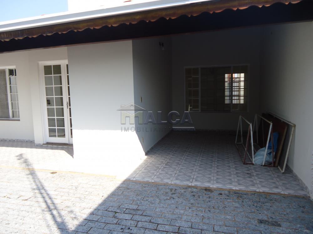Alugar Casas / Padrão em São José do Rio Pardo R$ 1.300,00 - Foto 2