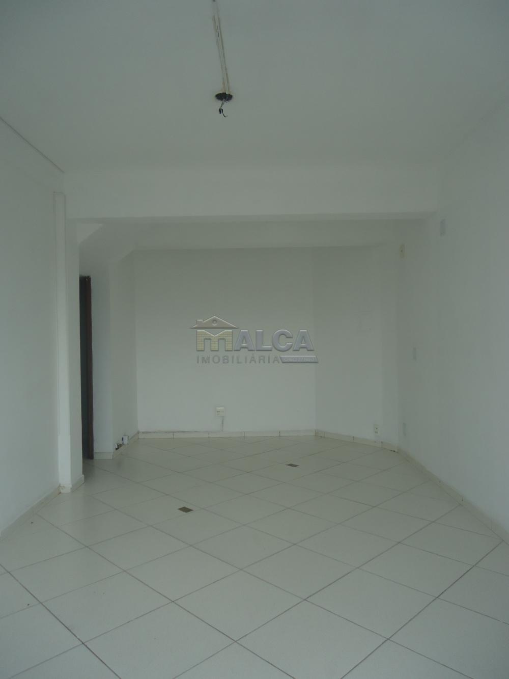 Alugar Comerciais / Salas em São José do Rio Pardo R$ 900,00 - Foto 3