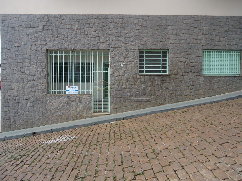 Alugar Casas / Padrão em São José do Rio Pardo R$ 1.120,00 - Foto 2
