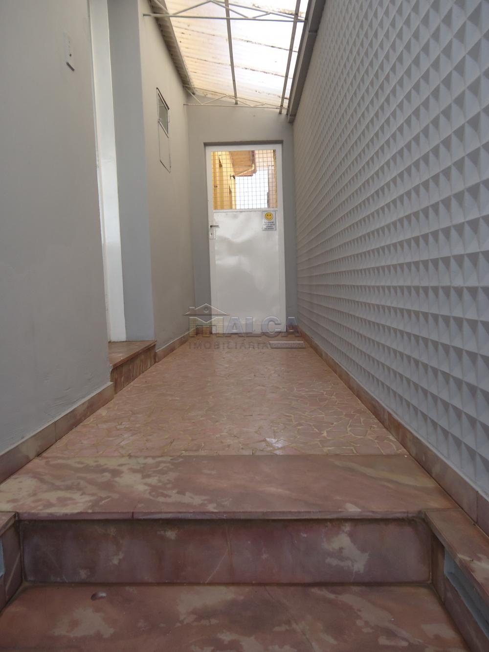 Alugar Casas / Padrão em São José do Rio Pardo R$ 1.700,00 - Foto 2