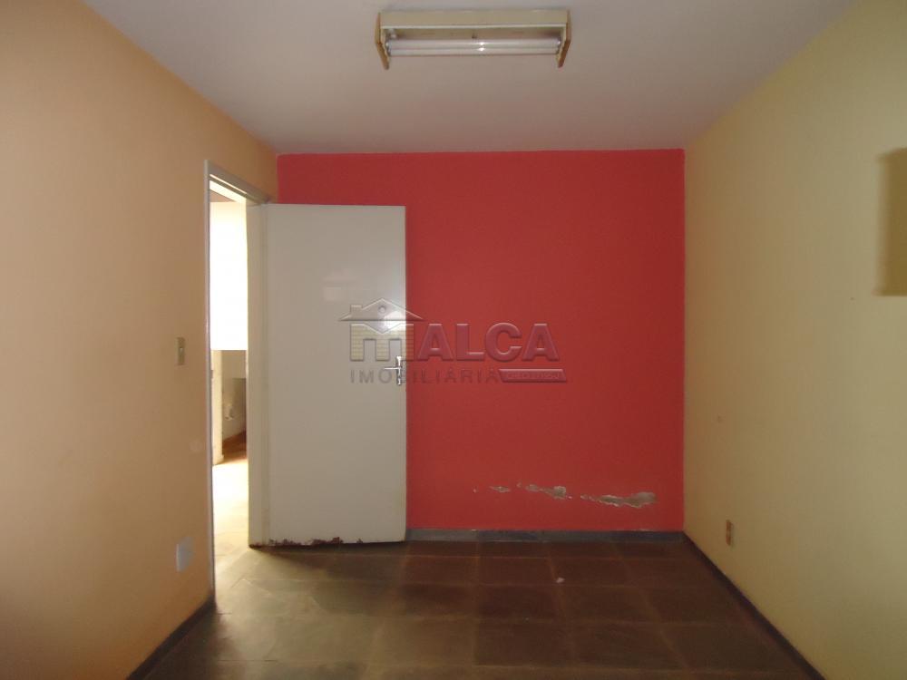 Alugar Casas / Padrão em São José do Rio Pardo apenas R$ 5.500,00 - Foto 62