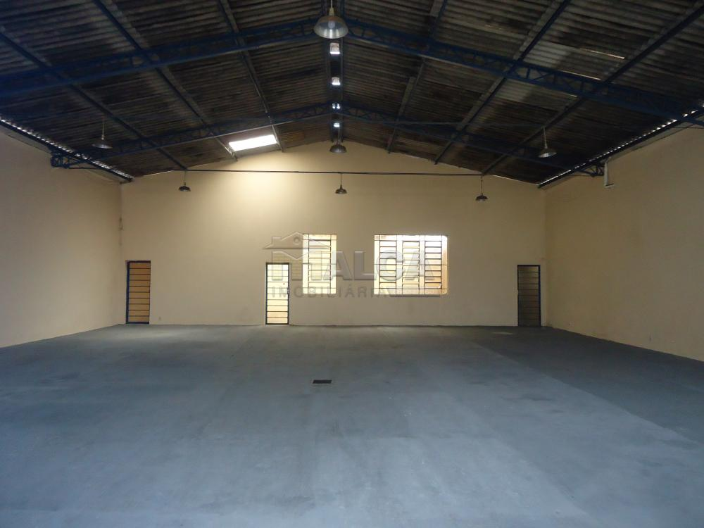 Alugar Comerciais / Barracões em São José do Rio Pardo apenas R$ 1.800,00 - Foto 2