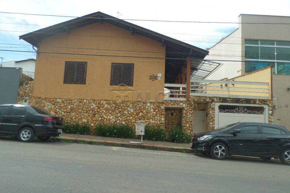 Alugar Casas / Padrão em São José do Rio Pardo R$ 2.000,00 - Foto 1