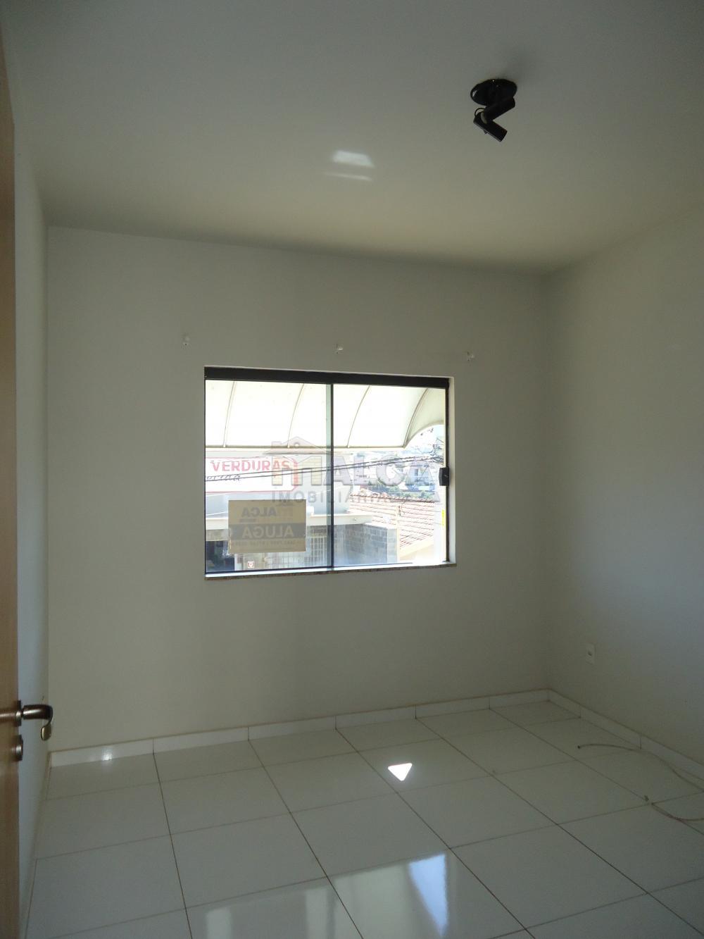Alugar Apartamentos / Padrão em São José do Rio Pardo R$ 950,00 - Foto 8