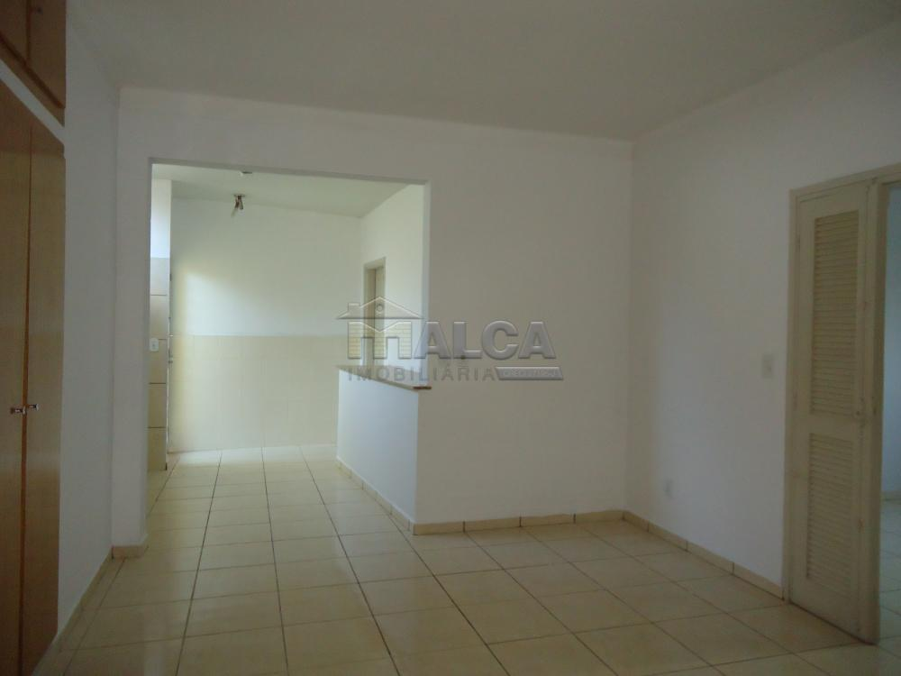 Alugar Casas / Padrão em São José do Rio Pardo R$ 1.300,00 - Foto 8