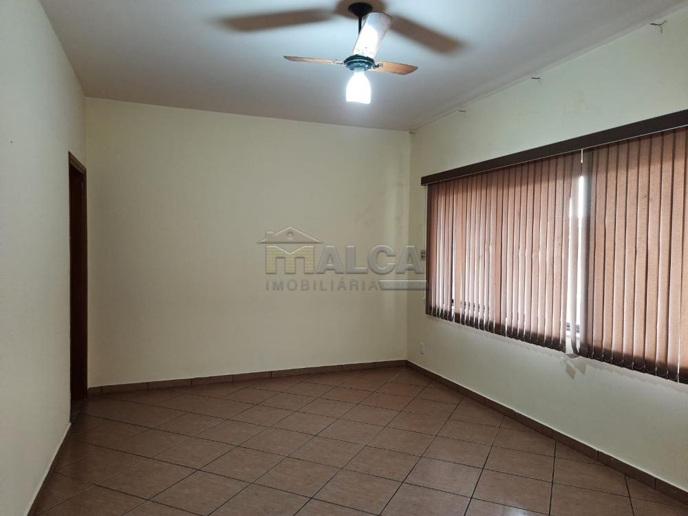 Alugar Casas / Padrão em São José do Rio Pardo R$ 1.300,00 - Foto 4