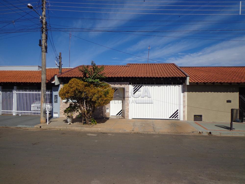 Comprar Casas / Padrão em São José do Rio Pardo R$ 318.000,00 - Foto 1