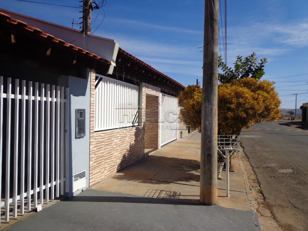 Comprar Casas / Padrão em São José do Rio Pardo R$ 318.000,00 - Foto 3