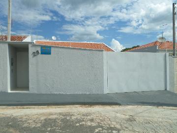 Alugar Casas / Padrão em São José do Rio Pardo. apenas R$ 1.100,00