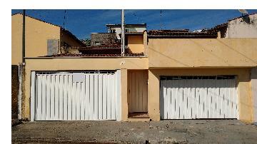 Alugar Casas / Padrão em São José do Rio Pardo. apenas R$ 450.000,00