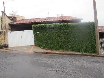 Alugar Casas / Padrão em São José do Rio Pardo. apenas R$ 370.000,00