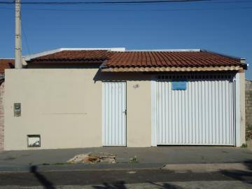 Alugar Casas / Padrão em São José do Rio Pardo. apenas R$ 860,00