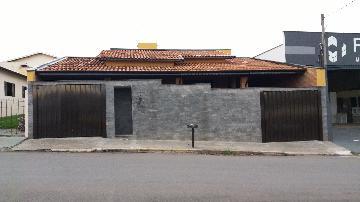 Alugar Casas / Padrão em São José do Rio Pardo. apenas R$ 1.250,00