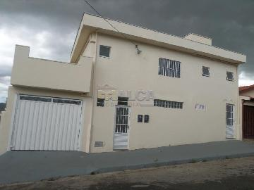 Alugar Casas / Padrão em São José do Rio Pardo. apenas R$ 750,00