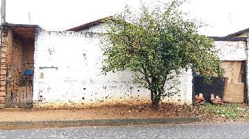 Alugar Casas / Padrão em São José do Rio Pardo. apenas R$ 200.000,00