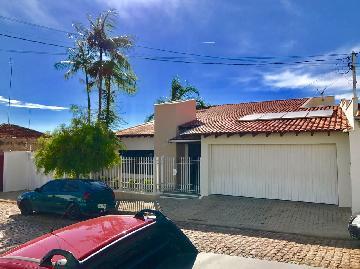 Alugar Casas / Padrão em São José do Rio Pardo. apenas R$ 1.800.000,00