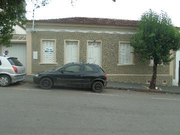 Alugar Casas / Padrão em Caconde. apenas R$ 1.500,00