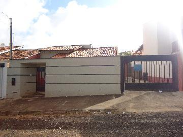 Alugar Casas / Padrão em São José do Rio Pardo. apenas R$ 1.000,00