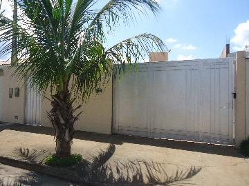 Alugar Apartamentos / Padrão em São José do Rio Pardo. apenas R$ 570,00