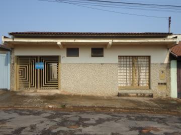 Alugar Casas / Padrão em São José do Rio Pardo. apenas R$ 780,00