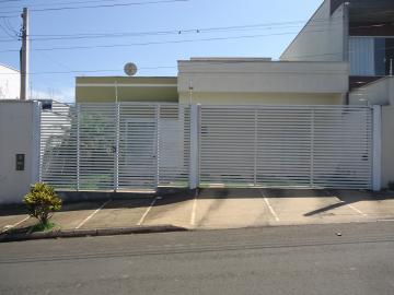 Alugar Casas / Padrão em São José do Rio Pardo. apenas R$ 1.550,00