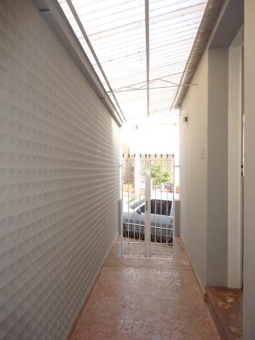 Alugar Casas / Padrão em São José do Rio Pardo R$ 1.700,00 - Foto 3