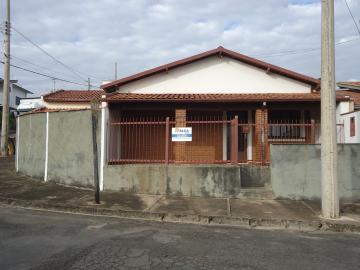 Alugar Casas / Padrão em São José do Rio Pardo. apenas R$ 800,00