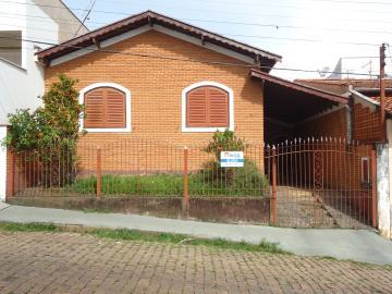 Alugar Casas / Padrão em São José do Rio Pardo. apenas R$ 1.800,00