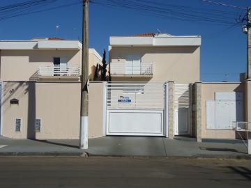 Alugar Apartamentos / Padrão em São José do Rio Pardo. apenas R$ 1.000,00