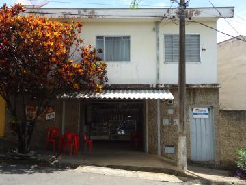 Casas / Padrão em São José do Rio Pardo Alugar por R$670,00
