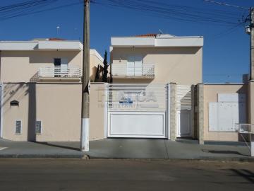 Apartamentos / Padrão em São José do Rio Pardo Alugar por R$800,00