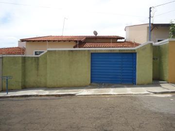 Alugar Casas / Padrão em São José do Rio Pardo. apenas R$ 1.670,00