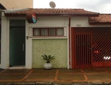 Alugar Casas / Padrão em São José do Rio Pardo. apenas R$ 650,00