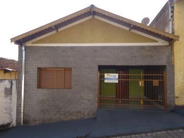 Alugar Casas / Padrão em São José do Rio Pardo. apenas R$ 700,00